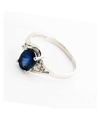 Zafír és gyémánt köves fehér arany gyűrű.