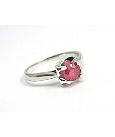 Női gyűrű valódi rubinnal ékesítve