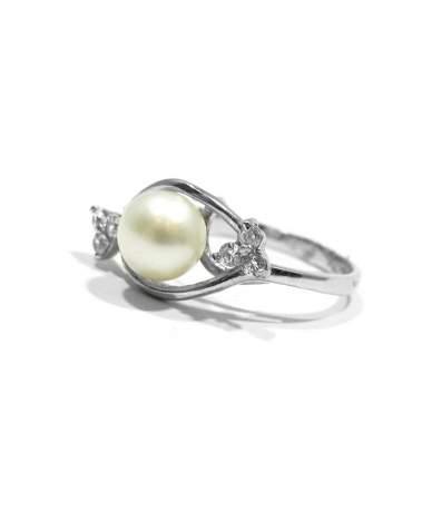 Fehér arany gyűrű gyönggyel
