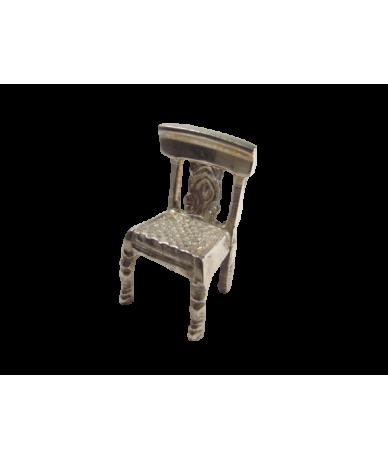 Ezustözött dísz,kis szék.