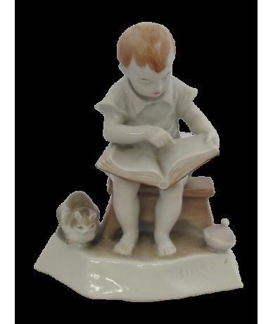 Zsolnay olvasó kisfiú