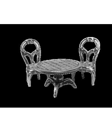 Ezüst asztal székekkel