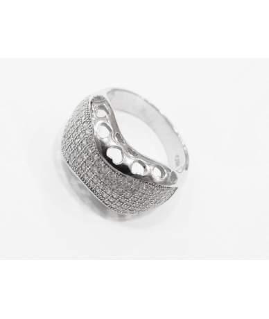 Fehér köves ezüst gyűrű.