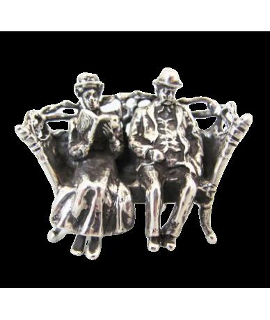 Ezüst Padon ülő pár